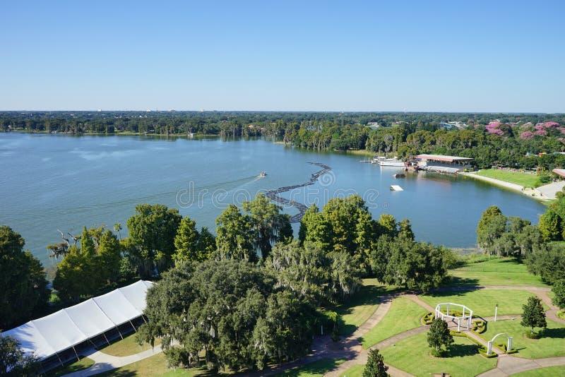 Εναέρια άποψη μιας μεγάλης λίμνης στο lakeland, Φλώριδα στοκ εικόνες