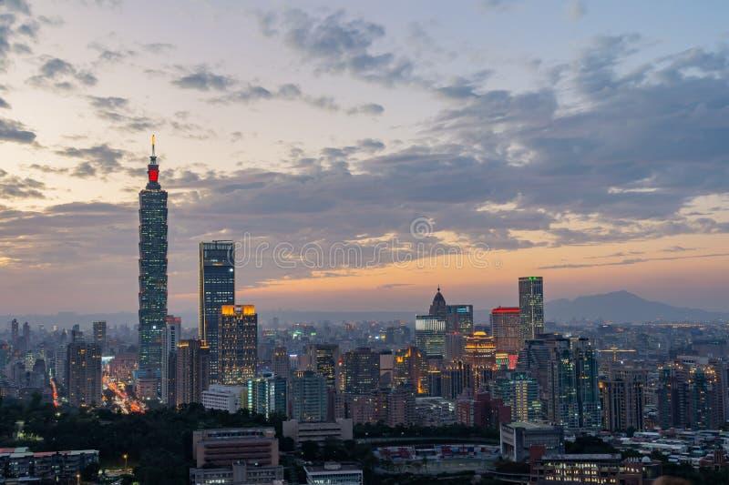 Εναέρια άποψη νύχτας της Ταϊπέι 101 και της εικονικής παράστασης πόλης από Xiangshan στοκ εικόνα με δικαίωμα ελεύθερης χρήσης