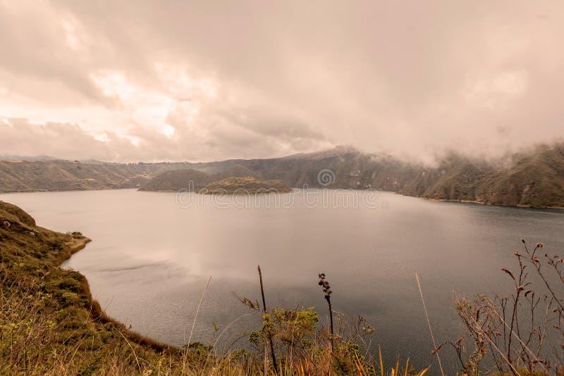 Εναέρια άποψη πέρα από την ηφαιστειακή λίμνη Laguna Cuicocha, Ισημερινός στοκ εικόνες με δικαίωμα ελεύθερης χρήσης