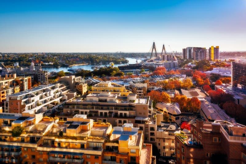 Εναέρια άποψη πέρα από τη κατοικήσιμη περιοχή από το λιμάνι αγαπών στο Σίδνεϊ, Αυστραλία στοκ εικόνες