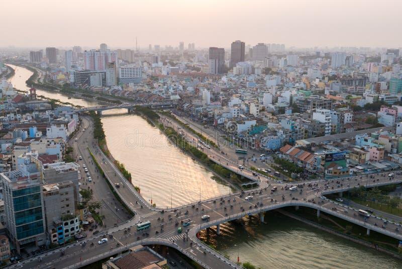 Εναέρια άποψη πόλεων Χο Τσι Μινχ στο χρόνο ηλιοβασιλέματος στη νέα ανάπτυξη α στοκ φωτογραφία με δικαίωμα ελεύθερης χρήσης
