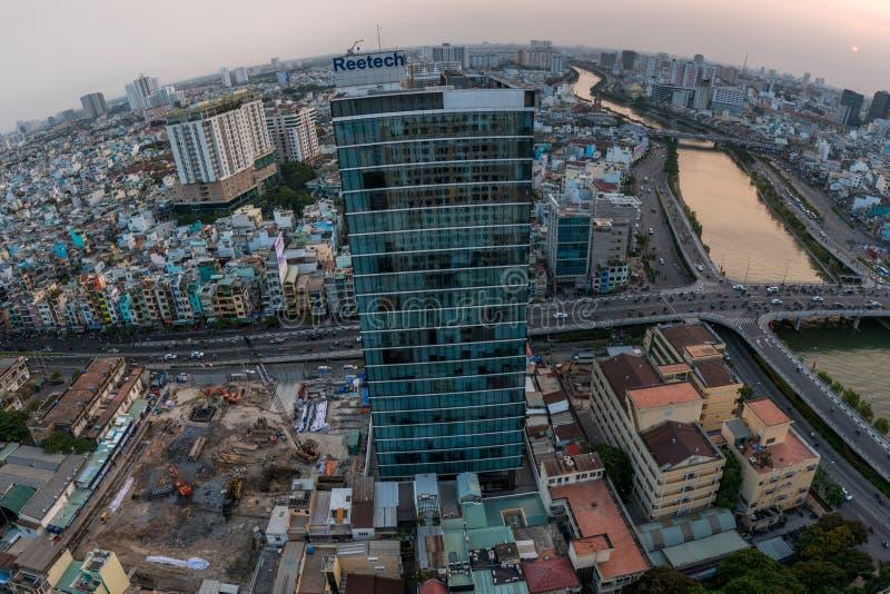 Εναέρια άποψη πόλεων Χο Τσι Μινχ στο χρόνο ηλιοβασιλέματος στη νέα ανάπτυξη α στοκ εικόνα