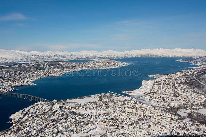 Εναέρια άποψη στην πόλη Tromso, 350 χιλιόμετρα βόρεια του αρκτικού κύκλου, Νορβηγία στοκ εικόνες