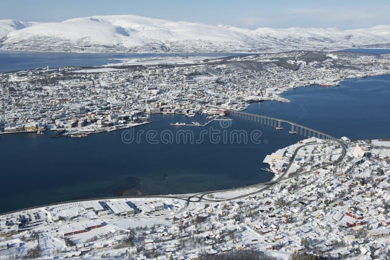 Εναέρια άποψη στην πόλη Tromso, 350 χιλιόμετρα βόρεια του αρκτικού κύκλου, Νορβηγία στοκ φωτογραφίες