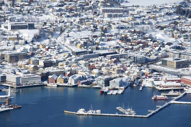 Εναέρια άποψη στην πόλη Tromso, 350 χιλιόμετρα βόρεια του αρκτικού κύκλου, Νορβηγία στοκ εικόνες με δικαίωμα ελεύθερης χρήσης