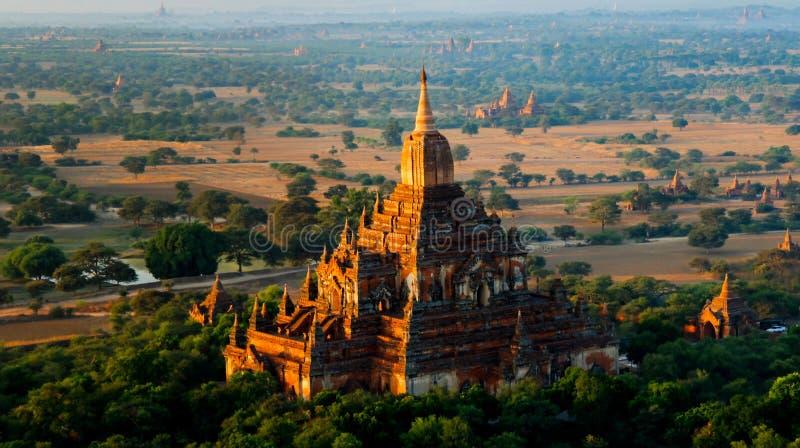 Εναέρια άποψη στο ναό Htilominlo στην αυγή bagan Myanmar στοκ φωτογραφίες με δικαίωμα ελεύθερης χρήσης