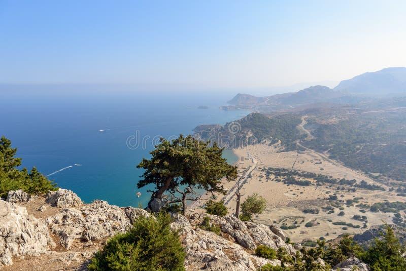 Εναέρια άποψη σχετικά με μια ακτή του νησιού της Ρόδου από το μοναστήρι Tsampika στοκ εικόνες