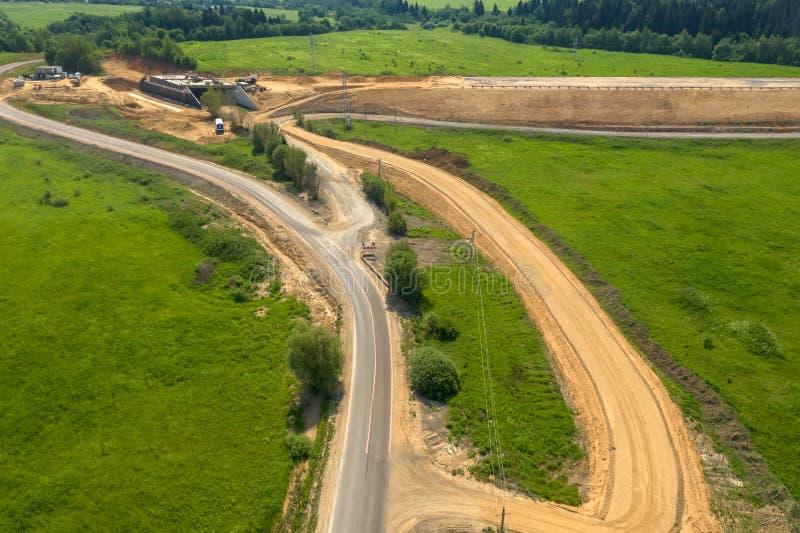 Εναέρια άποψη σχετικά με την κατασκευή μιας νέας εθνικής οδού στοκ φωτογραφίες
