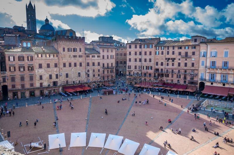 Εναέρια άποψη σχετικά με την πλατεία del Campo, κεντρικό τετράγωνο της Σιένα, Τοσκάνη, Ιταλία στοκ εικόνες