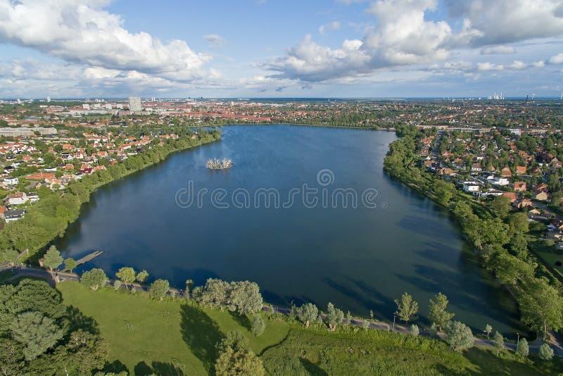Εναέρια άποψη της λίμνης Damhus, Δανία στοκ εικόνες