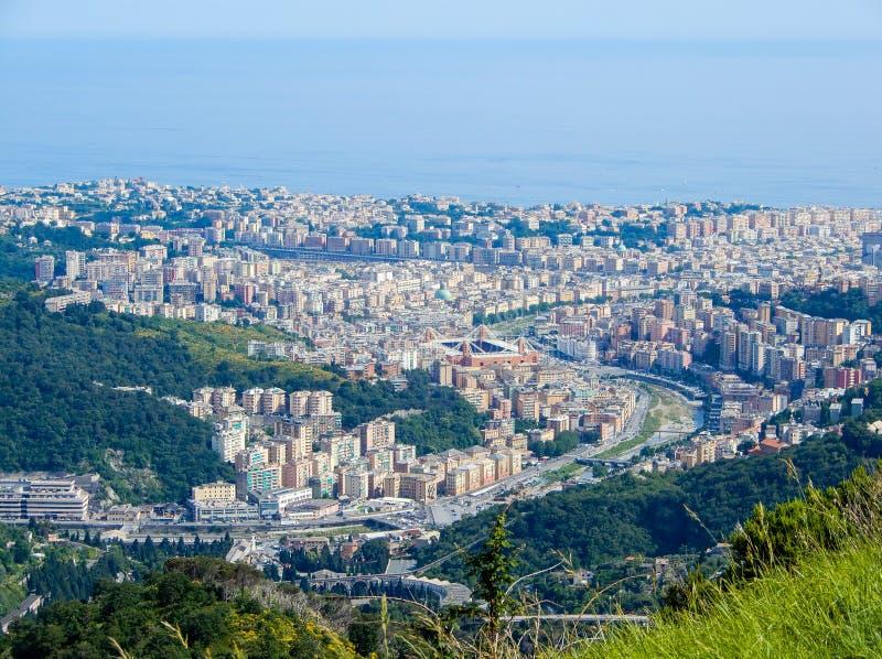 Εναέρια άποψη της ανατολικής πλευράς και της πόλης της Γένοβας Γένοβα, Ιταλία στοκ φωτογραφία