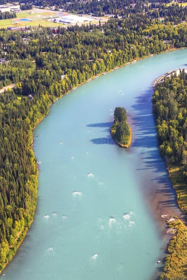 Εναέρια άποψη της Αλάσκας του ποταμού Kenai σε Soldotna στοκ εικόνα