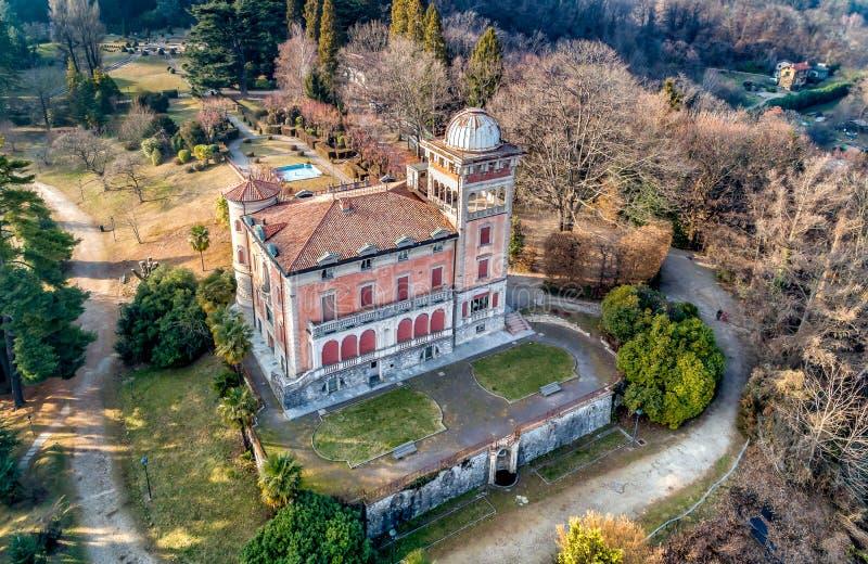 Εναέρια άποψη της βίλας Toeplitz σε Sant Ambrogio του Βαρέζε, Ιταλία στοκ φωτογραφία με δικαίωμα ελεύθερης χρήσης