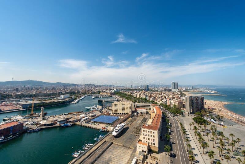 Εναέρια άποψη της Βαρκελώνης Ισπανία - της παραλίας και του λιμένα Vell Barceloneta στοκ φωτογραφίες με δικαίωμα ελεύθερης χρήσης