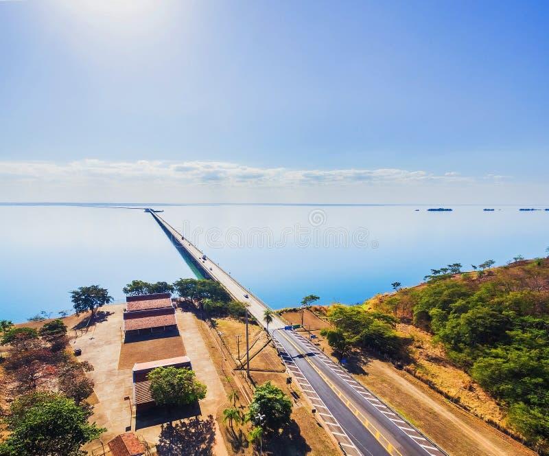 Εναέρια άποψη της γέφυρας Helio Serejo στα σύνορα μεταξύ των κρατών μελών στοκ φωτογραφίες με δικαίωμα ελεύθερης χρήσης