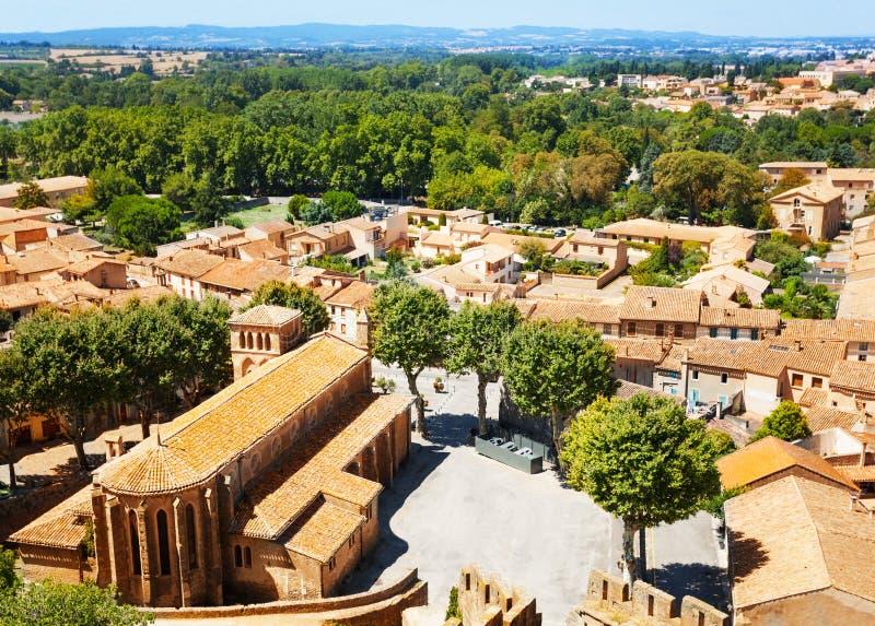 Εναέρια άποψη της εκκλησίας του ST Gimer στο Carcassonne στοκ φωτογραφία