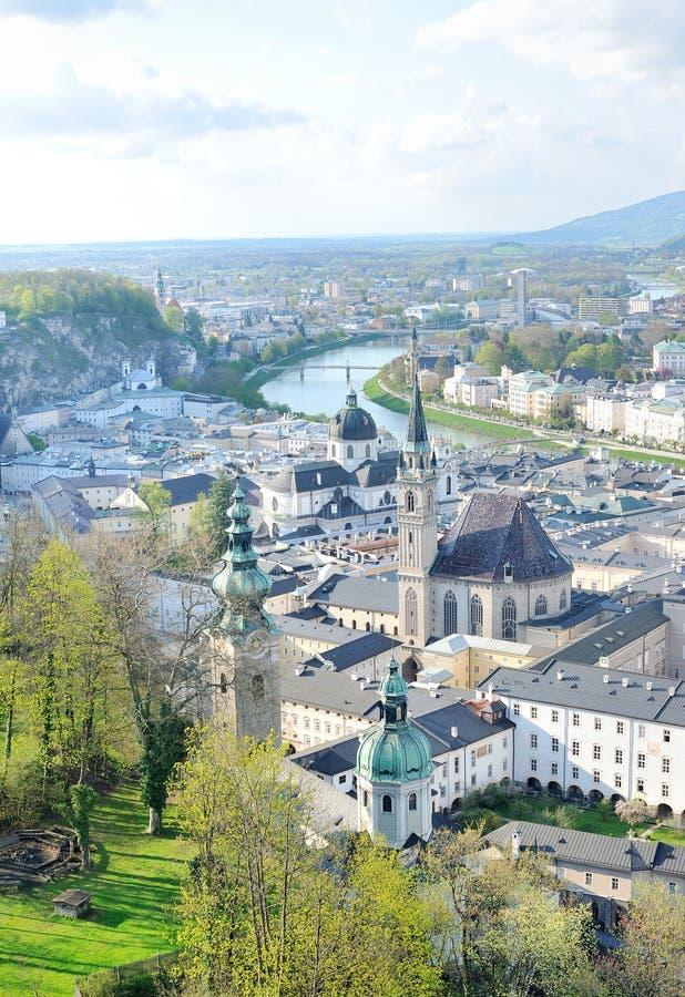 Εναέρια άποψη της ιστορικής πόλης του Σάλτζμπουργκ από Hohensalzburg στοκ φωτογραφία με δικαίωμα ελεύθερης χρήσης