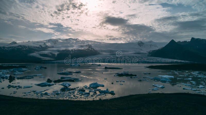 Εναέρια άποψη της λιμνοθάλασσας παγετώνων στην Ισλανδία στοκ εικόνα