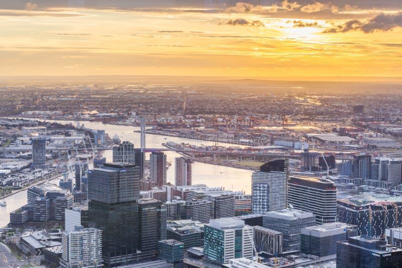 Εναέρια άποψη της Μελβούρνης CBD στο ηλιοβασίλεμα στοκ φωτογραφία