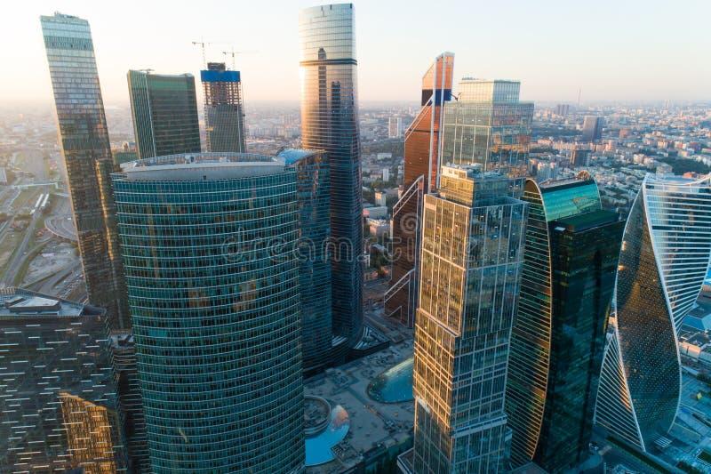 Εναέρια άποψη της Μόσχας το καλοκαίρι, Ρωσία Σύγχρονοι ουρανοξύστες στοκ εικόνα