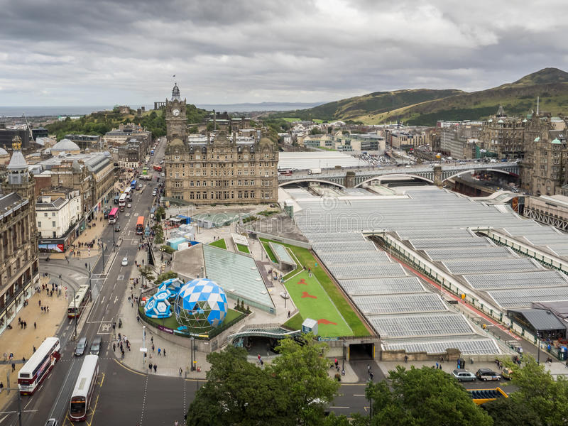 Εναέρια άποψη της οδού πριγκήπων στο Εδιμβούργο στοκ εικόνα