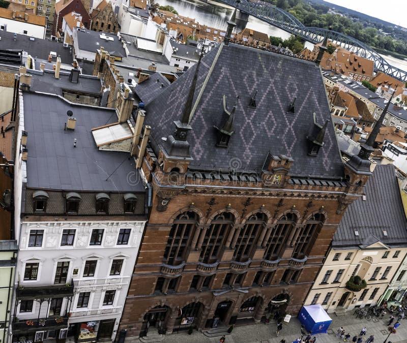 Εναέρια άποψη της παλαιάς πόλης με το δικαστήριο Artus - Τορούν, Πολωνία στοκ φωτογραφίες