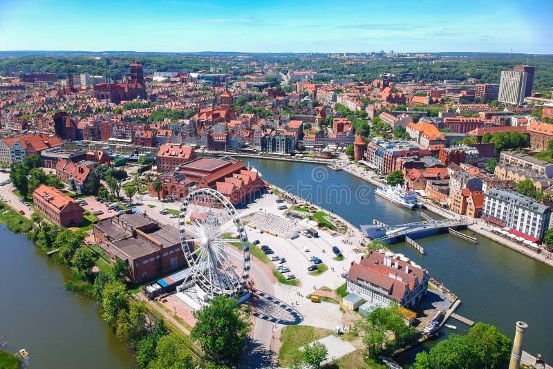 Εναέρια άποψη της παλαιάς πόλης του Γντανσκ στο θερινό τοπίο, Πολωνία στοκ εικόνες