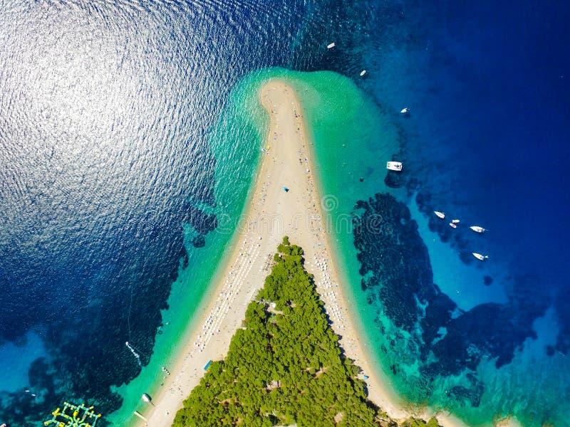Εναέρια άποψη της παραλίας αρουραίων Zlatni σε Bol στοκ εικόνες με δικαίωμα ελεύθερης χρήσης