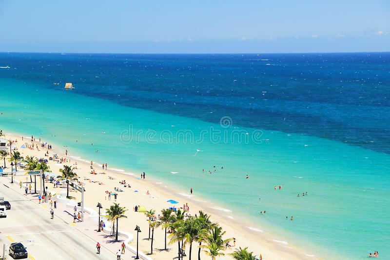 Εναέρια άποψη της παραλίας του Fort Lauderdale στο Fort Lauderdale, Φλώριδα ΗΠΑ στοκ φωτογραφίες με δικαίωμα ελεύθερης χρήσης