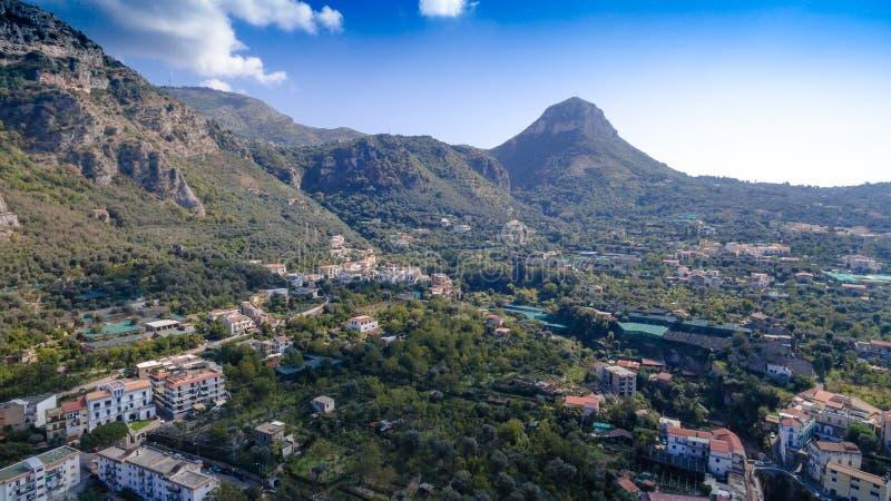 Εναέρια άποψη της πόλης Σορέντο, Meta, ακτή πιάνων, Ιταλία, οδός της παλαιάς πόλης βουνών, έννοια τουρισμού, διακοπές στην Ευρώπη στοκ εικόνες με δικαίωμα ελεύθερης χρήσης
