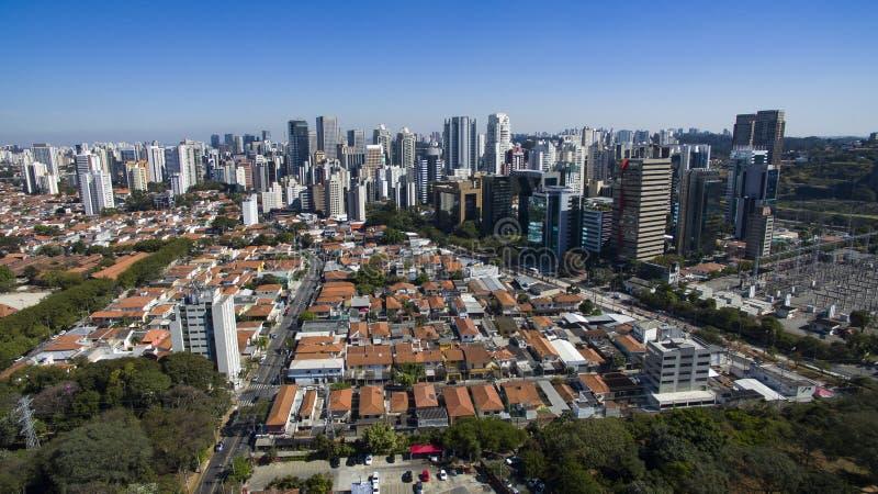 Εναέρια άποψη της πόλης του Σάο Πάολο Βραζιλία, γειτονιά Itaim Bibi στοκ φωτογραφία