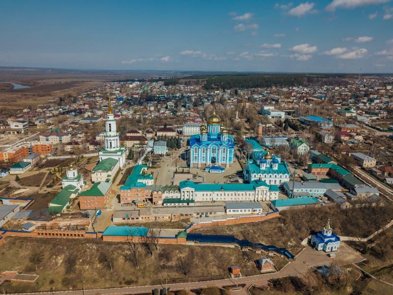 Εναέρια άποψη της πόλης Zadonsk και Nativity της κυρίας μας Monastery στοκ φωτογραφία