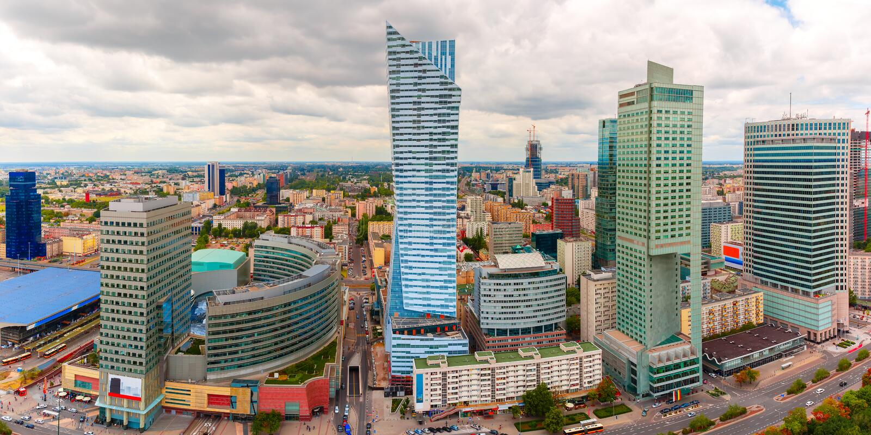 Εναέρια άποψη της σύγχρονης πόλης στη Βαρσοβία, Πολωνία στοκ φωτογραφία