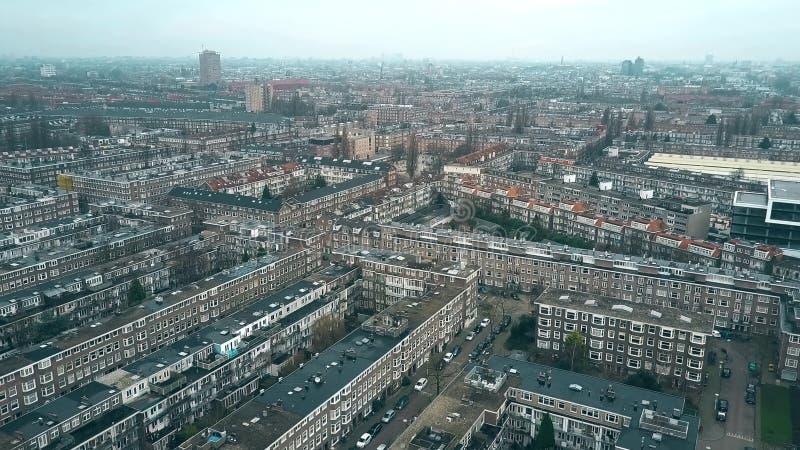 Εναέρια άποψη της χαρακτηριστικής κατοικήσιμης περιοχής στην περιοχή Rijnbuurt προς το κέντρο πόλεων στο Άμστερνταμ, Κάτω Χώρες στοκ εικόνες με δικαίωμα ελεύθερης χρήσης