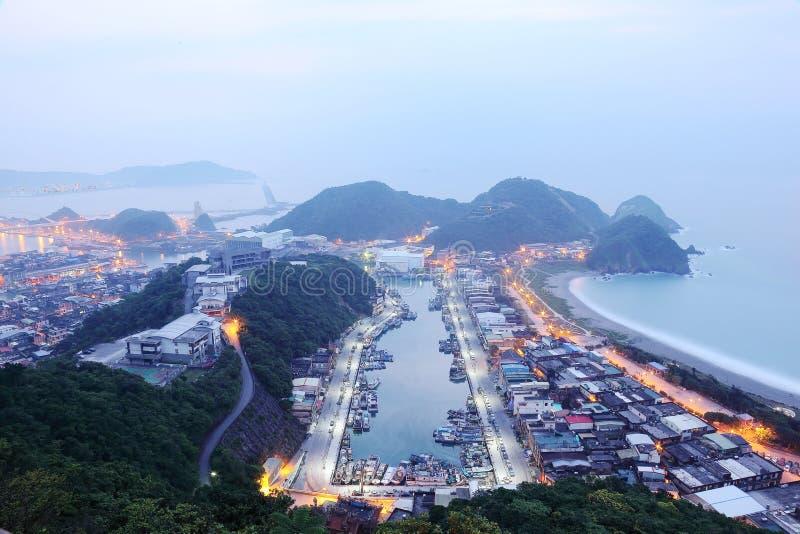 Εναέρια άποψη της misty ανατολής στο λιμάνι Nanfangao, βορειοανατολικά ψαροχώρι στη Ταϊπέι Ταϊβάν ~ στοκ φωτογραφία