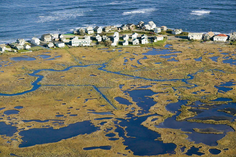 Εναέρια άποψη του αδύτου έλους και άγριας φύσης της Rachel Carson στα φρεάτια, νότος του Πόρτλαντ, Μαίην στοκ φωτογραφία