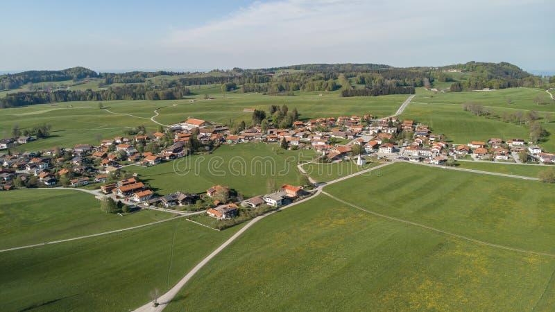 Εναέρια άποψη του βαυαρικού χωριού, Γερμανία στοκ φωτογραφία