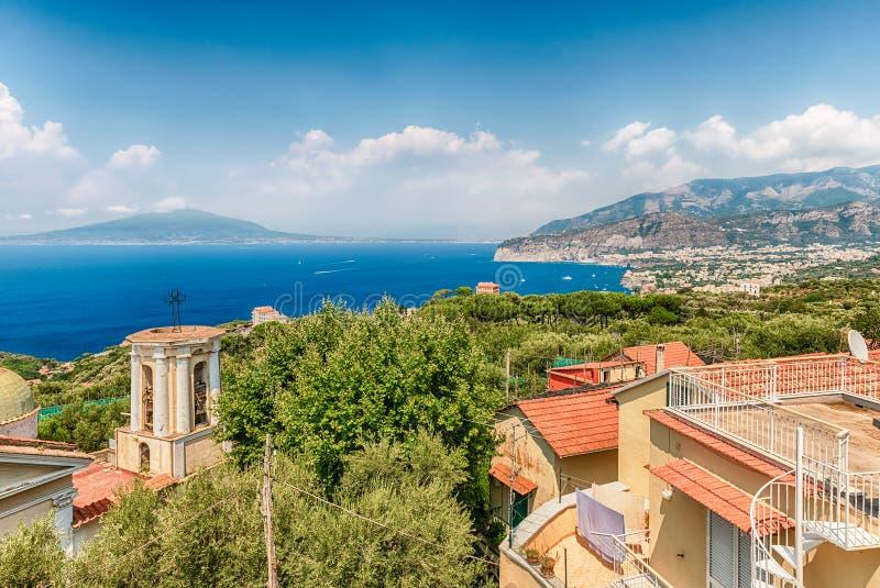 Εναέρια άποψη του Βεζουβίου από Σορέντο, κόλπος της Νάπολης, Ιταλία στοκ φωτογραφίες με δικαίωμα ελεύθερης χρήσης