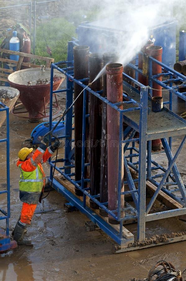 Εναέρια άποψη του εργαζόμενου εργάτη οικοδομών στοκ φωτογραφίες