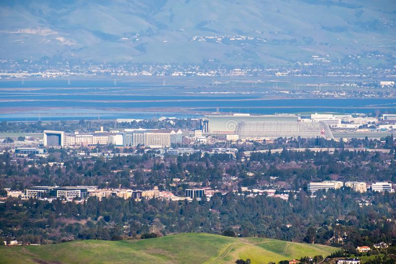 Εναέρια άποψη του ερευνητικού κέντρου της NASA Ames και του τομέα Moffett στοκ εικόνες