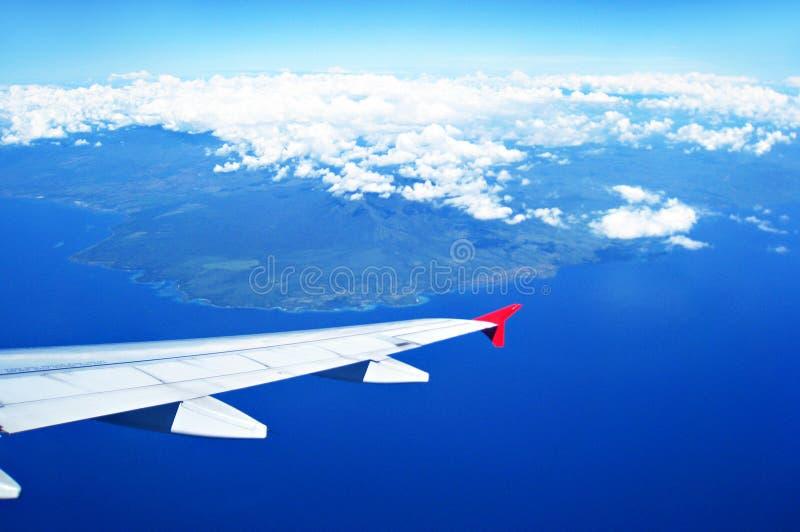 Εναέρια άποψη του εδάφους και του ωκεανού από το αεροπλάνο στοκ εικόνες με δικαίωμα ελεύθερης χρήσης