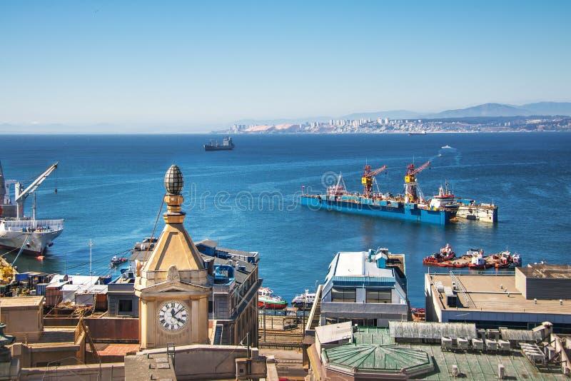 Εναέρια άποψη του κόλπου Valparaiso και του πύργου ρολογιών Reloj Turri από Paseo Gervasoni Cerro Concepción Hill - Valparaiso, Χ στοκ φωτογραφία με δικαίωμα ελεύθερης χρήσης