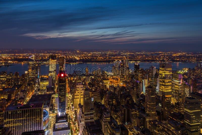 Εναέρια άποψη του Μανχάταν τη νύχτα, Νέα Υόρκη στοκ εικόνα