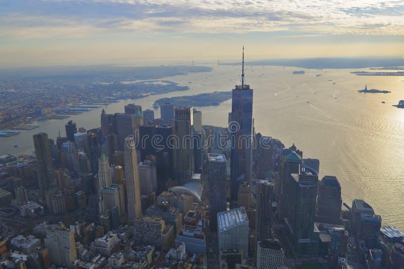Εναέρια άποψη του οικονομικού εμπορικού κέντρου της Νέας Υόρκης και του ανώτερου κόλπου της Νέας Υόρκης στοκ φωτογραφία