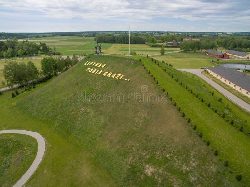 Εναέρια άποψη του πάρκου αρμονίας στη Λιθουανία και τα γράμματα ` Λιθουανία στοκ εικόνα