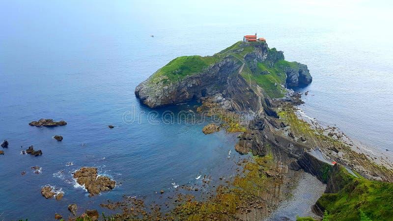 Εναέρια άποψη του παράκτιου San Juan de Gazteluatxe, Ισπανία στοκ εικόνα