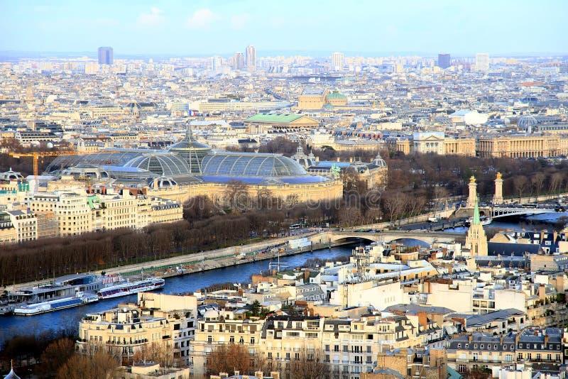 Εναέρια άποψη του ποταμού Σηκουάνας και Bateaux Mouches στο Παρίσι στοκ εικόνα με δικαίωμα ελεύθερης χρήσης