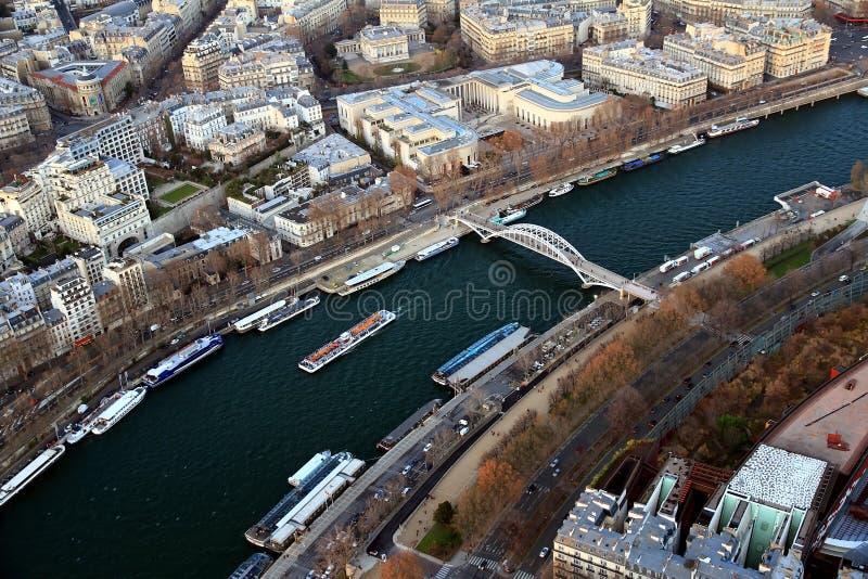Εναέρια άποψη του ποταμού Σηκουάνας και Bateaux Mouches στο Παρίσι στοκ εικόνες με δικαίωμα ελεύθερης χρήσης