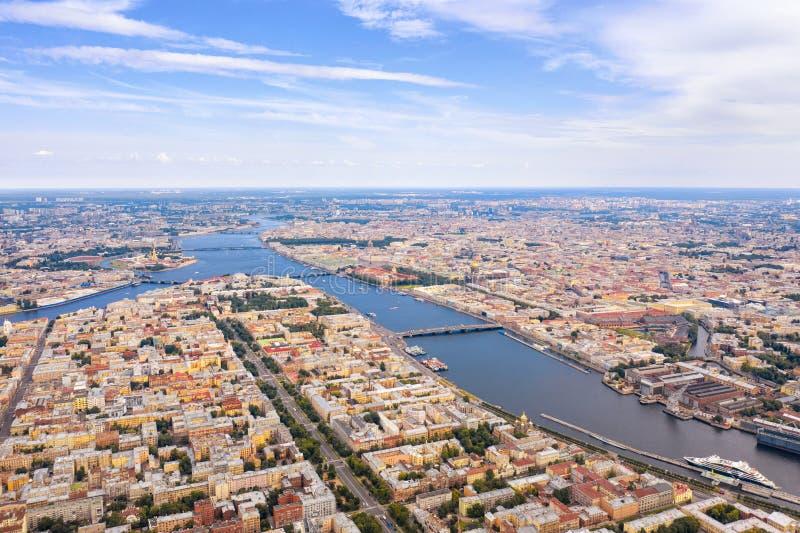 Εναέρια άποψη του ποταμού Neva και του ιστορικού κέντρου σε Άγιο Πετρούπολη, Ρωσία στοκ φωτογραφίες