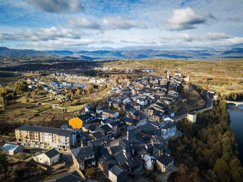 Εναέρια άποψη του Πουέμπλα de Sanabria στην Ισπανία στοκ εικόνες